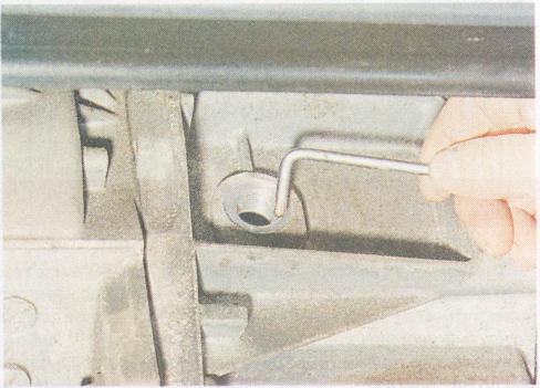 Когда нужно менять масло в коробке передач Рено Логан?
